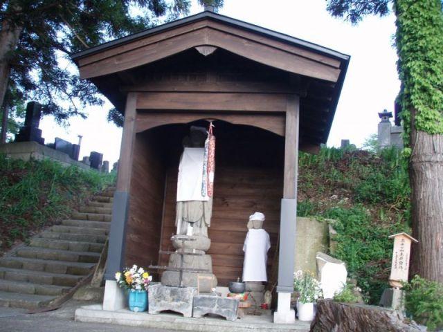 墓地の入り口2