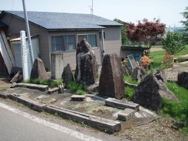 右手に石碑群2